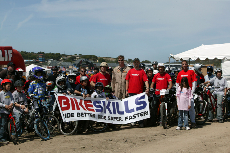 [Image: bikeskills-group-photo.jpg]